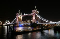 Tower Bridge at night von Carl-Henrik Remer.jpg